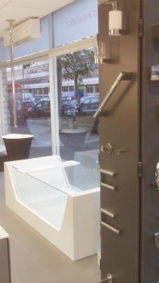 aquarooms window Display (2)