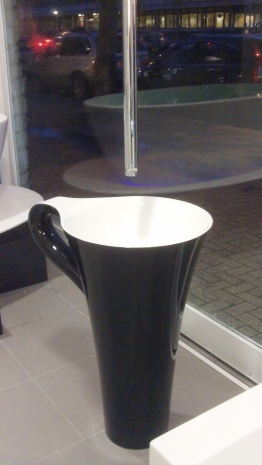 Art Ceram Tea Cup on display at Aquarooms120_1434