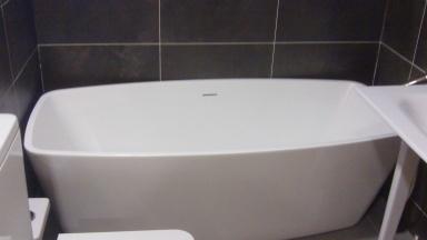 Knief free standing bath on display at Aquarooms